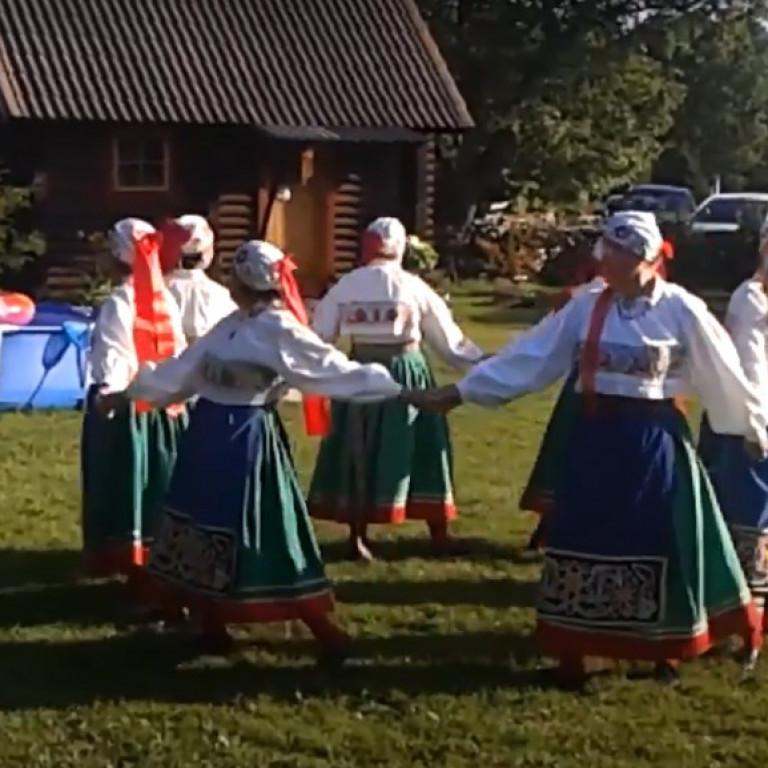 2020 Muhus Igaküla simman Ennu talu õuel -esinemisjärg  Raabiku käes